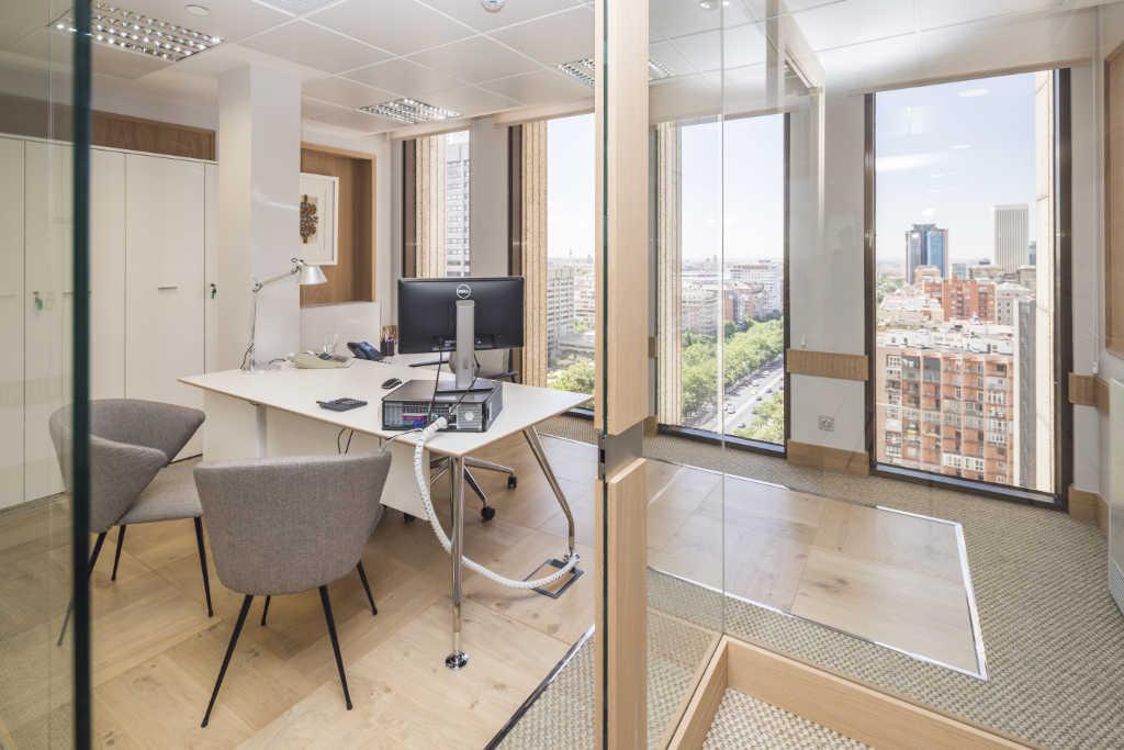Alquiler de oficinas en madrid edificio cuzco iv for Alquiler de oficinas en madrid